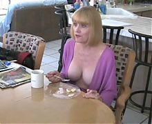 He fucks his housewife in the kitchen 4 breakfast