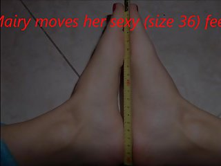 Mairy moves her sexy (size 36) feet