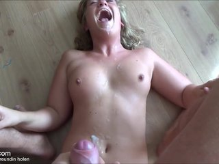 Meine Sexhure bekommt Spermaladung auf Körper